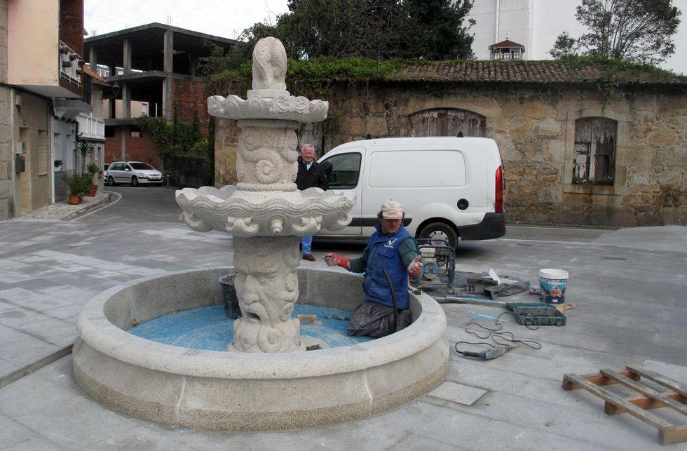 Los operarios ultimaron esta semana la instalación de la nueva fuente de Fonte do Galo.