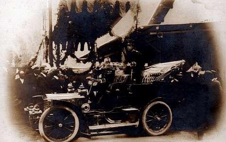 <span lang= es-es >El rey en la estación</span>. El rey Alfonso XIII, en una de sus visitas      a Vilagarcía, se dejó fotografiar en la antigua estación de Carril.