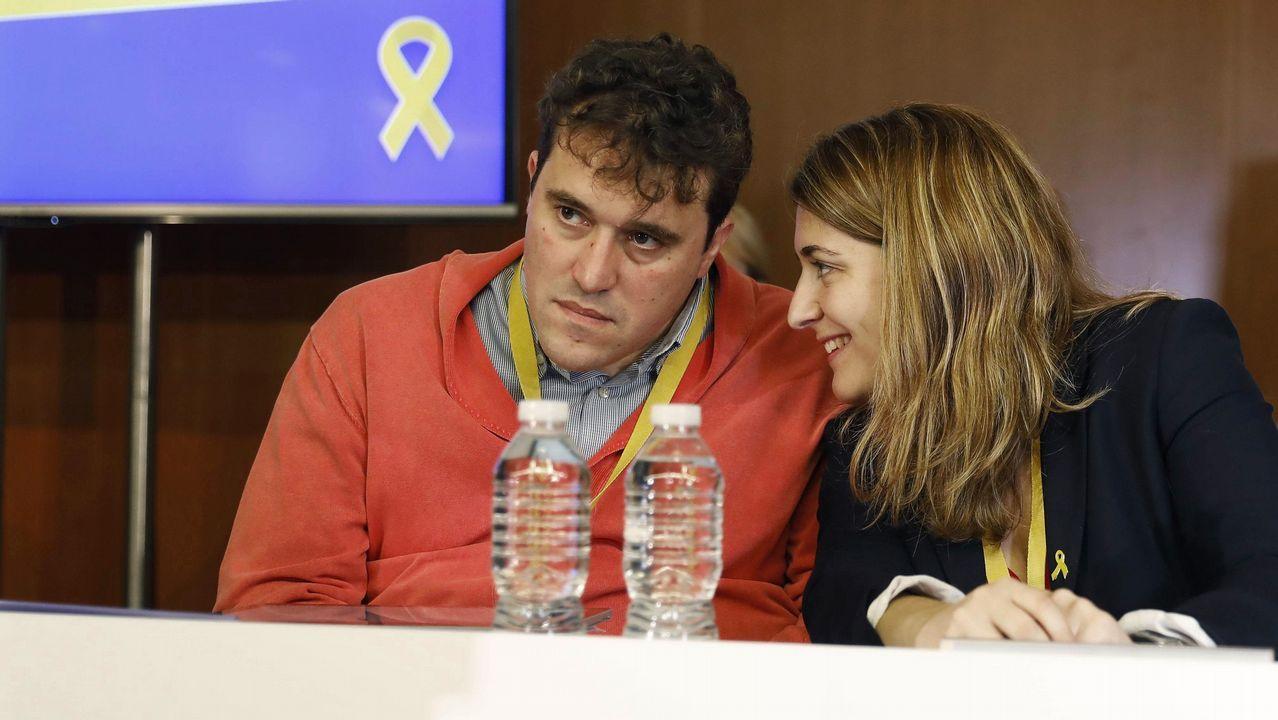 Arrimadas ve «preocupante» que Pedro Sánchez «confunda» Cataluña con Torra.Torra junto al presidente del Círculo de Economía, Juan José Bruguera, este jueves en Sitges