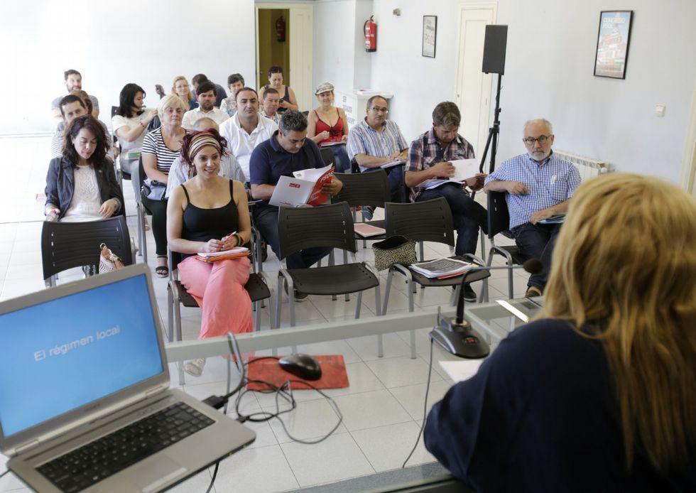 .La sede del PSOE fue el aula para el curso de concejal.