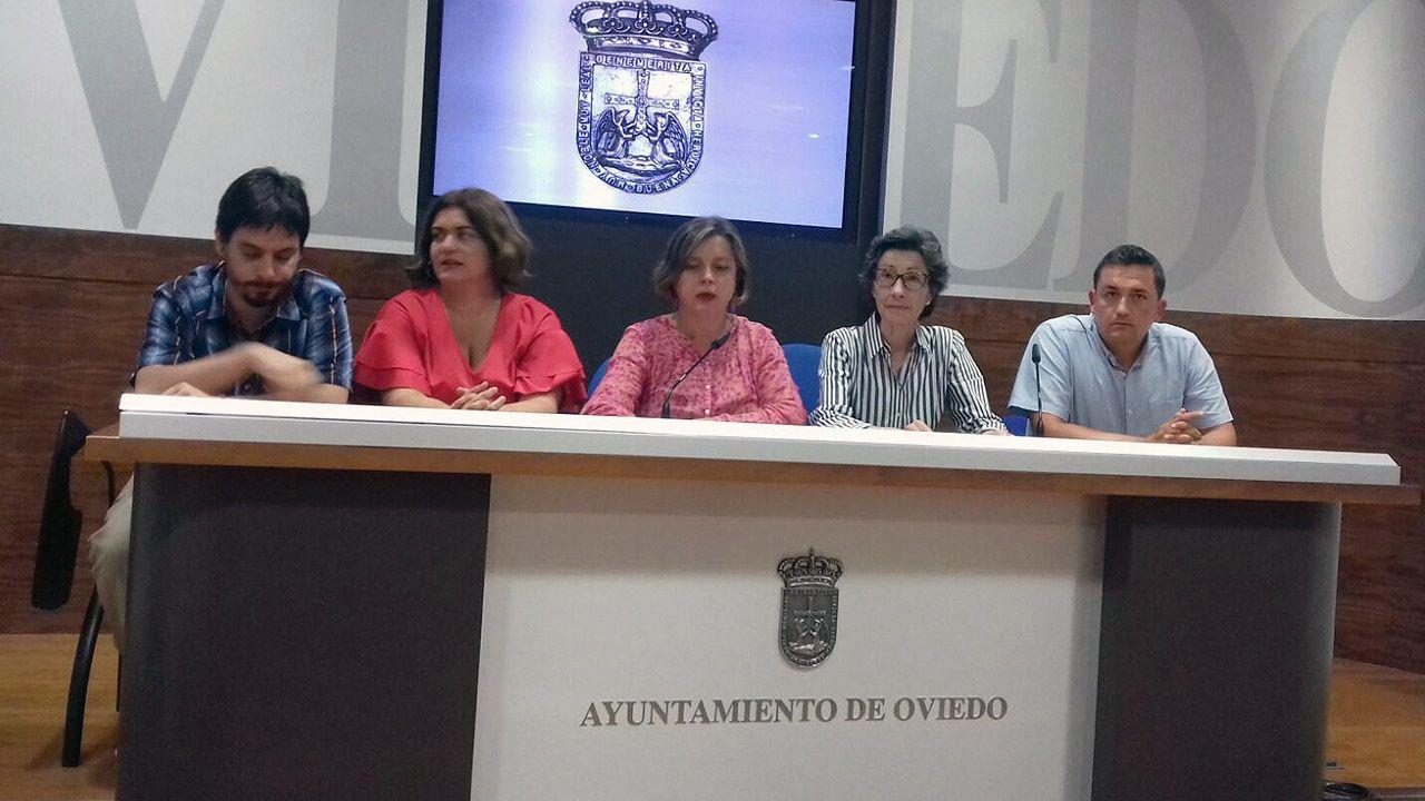 Banco parque soledad.Concejales de Somos Oviedo, con Ana Taboada en el centro