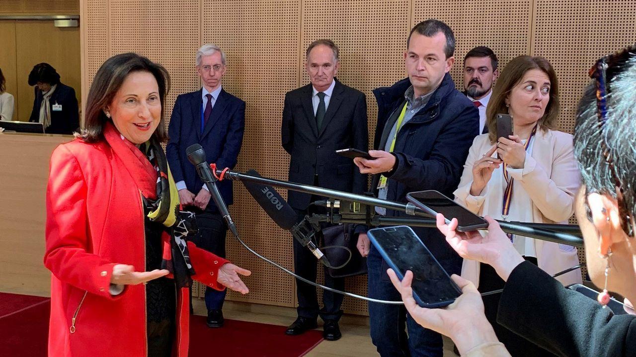 Robles, esta mañana en Bruselas, para explicar que la fragata española solo participaba en la conmemoración de la primera vuelta al mundo por mar