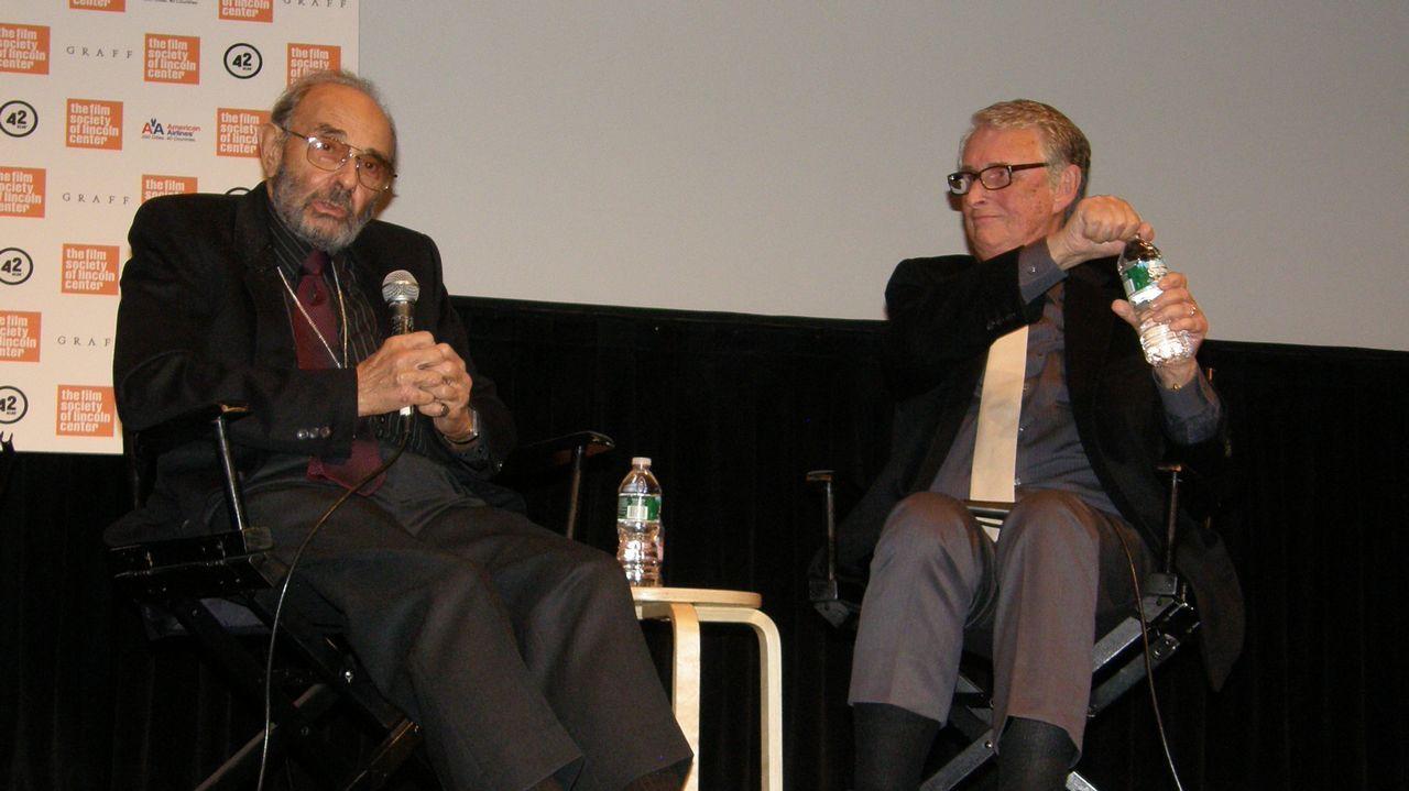 Jenny Holzer en Bilbao.Stanley Donen, a la izquierda, entrevistado por el también director Mike Nichols, en el 2010