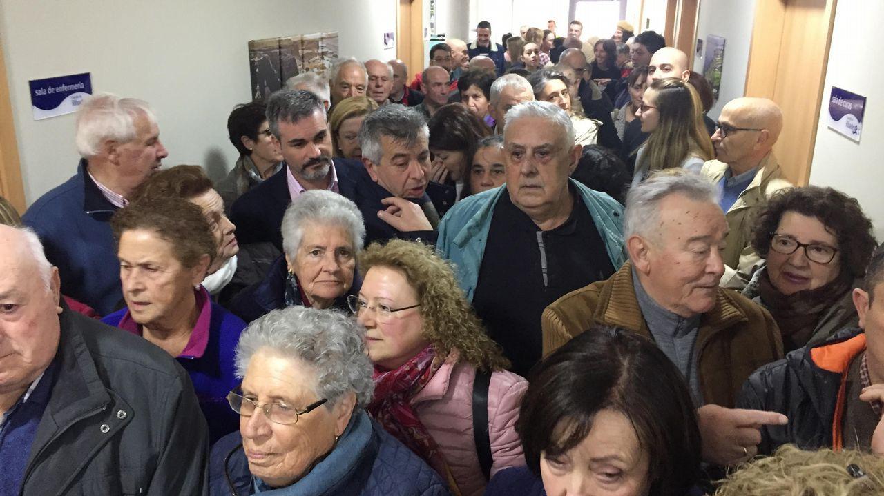 ¡Búscate entre las más de 100 fotos de la cena organizada por Renacer en Ribeira!.Beatriz González López-Valcárcel, en una conferencia en Ourense