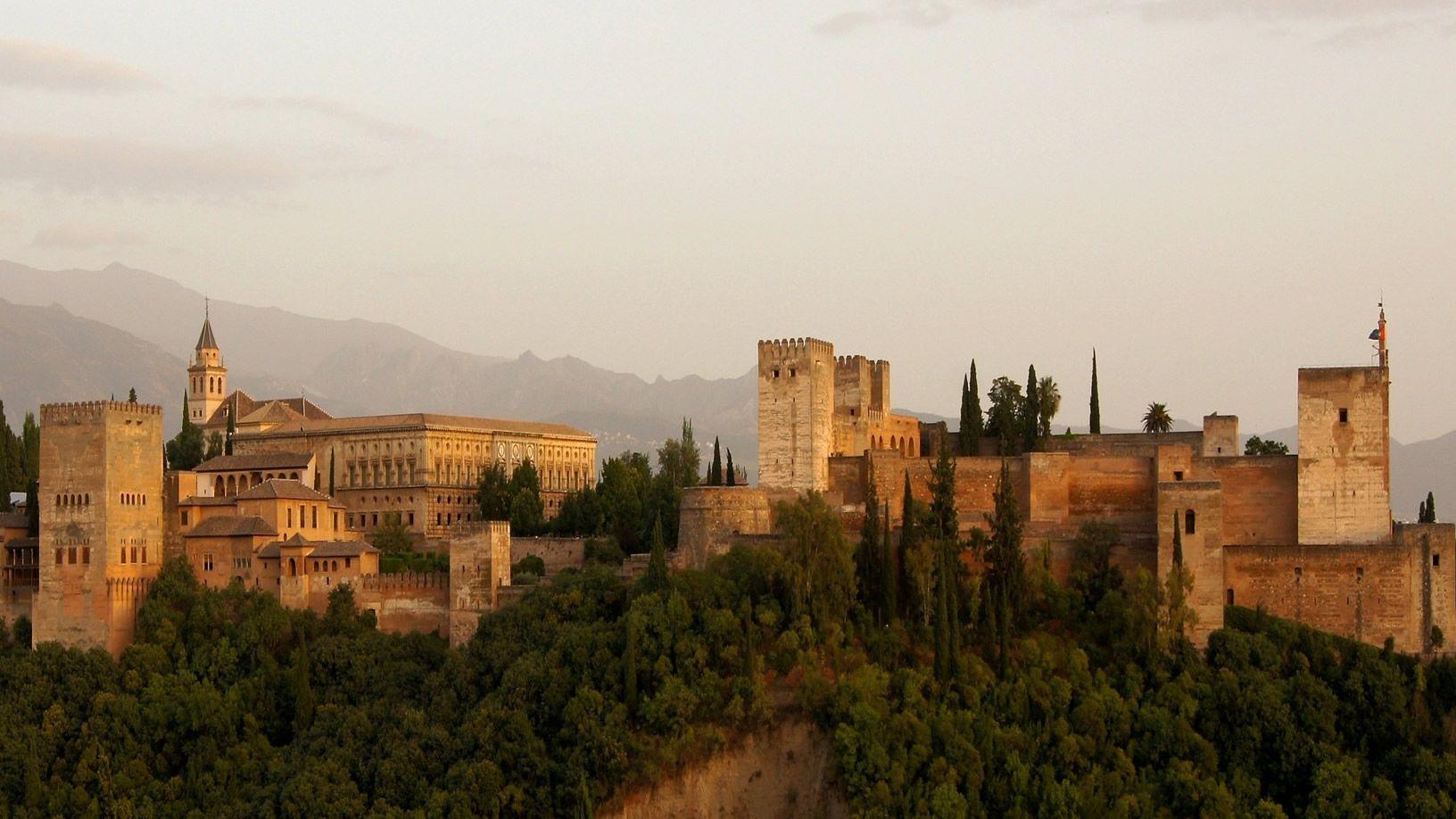 La Alhambra advierte: hay que reservar los tickets con antelación