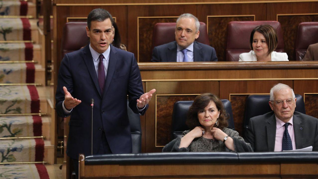 Pablo Casado: «Mi adversario es Pedro Sánchez, a los partidos que están dentro de la Constitución les tengo mucho respeto».Una mesa electoral en las pasadas elecciones generales