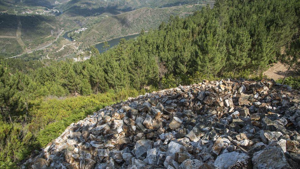 Amontonamiento de minerales estériles en el interior de la mina