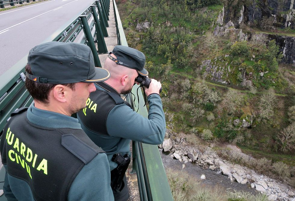 La búsqueda del joven de Láncara, en imágenes.Varias patrullas de la Guardia Civil buscan a Jordi Sobrado entre O Saviñao y Chantada.