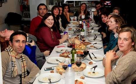 Los voluntarios del FIOT celebraron una merecida cena.