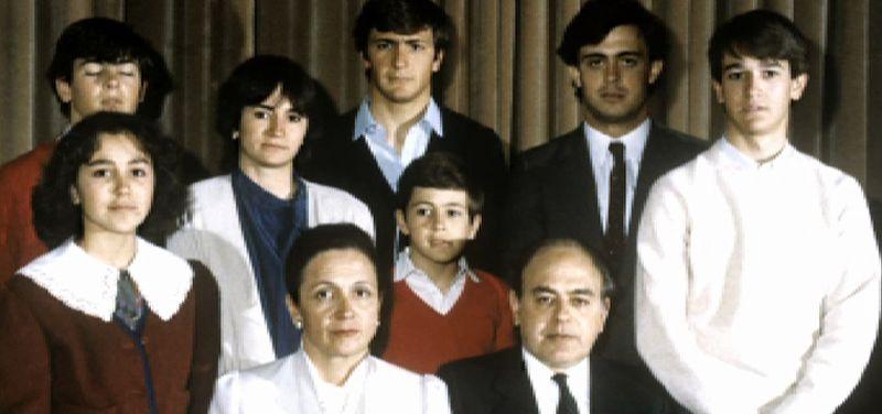 Los Pujol, una familia bajo sospecha.De izquierda a derecha, el coordinador de CDC, Josep Rull; Artur Mas; el diputado Lluis Corominas, y el consejero de Presidencia, Francesc Homs, durante el consejo nacional celebrado ayer en Barcelona.