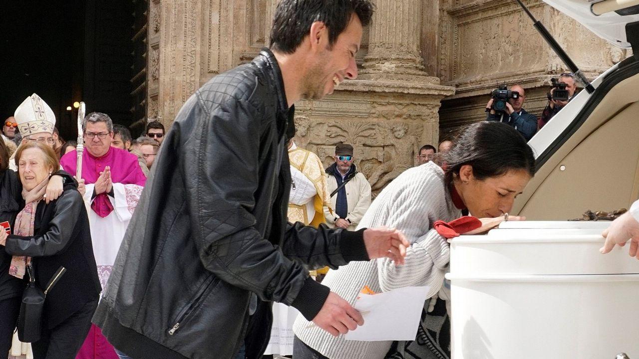 Santiago recuerda al pequeño Gabriel.Imagen de archivo de Ana Julia Quezada con el padre de Gabriel durante la búsqueda del menor