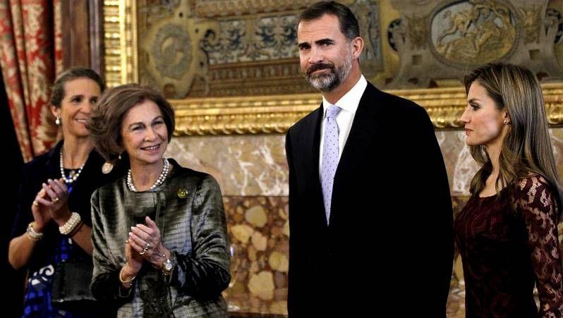 Don Felipe transmite el «saludo afectuoso» del rey