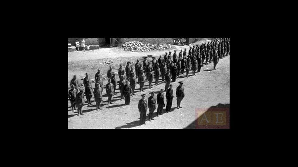 Militares del cuartel que existió en Monforte