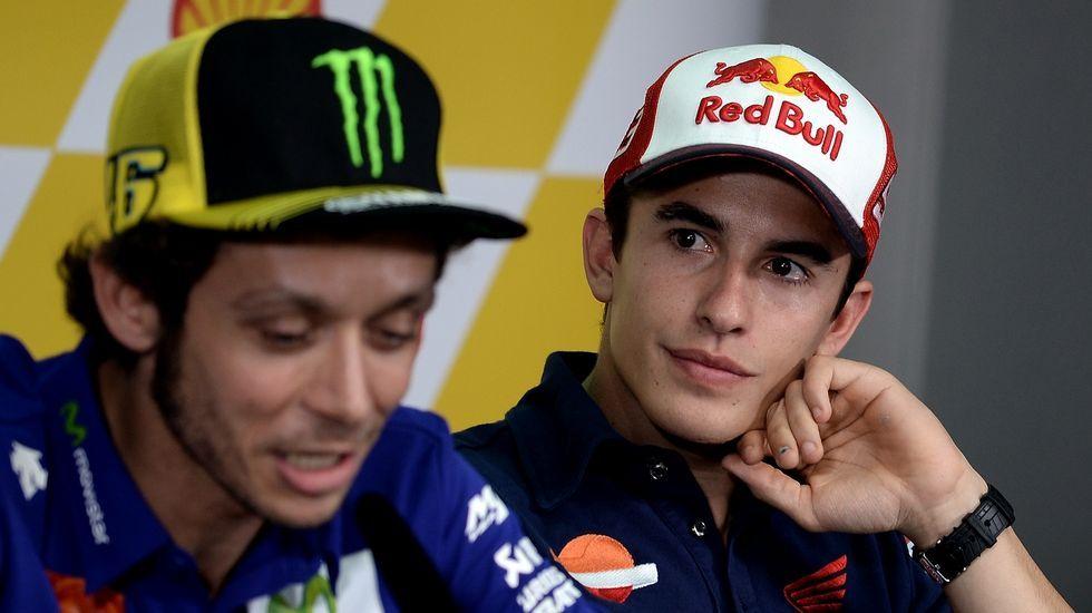 La patada de Valentino Rossi a Marc Márquez