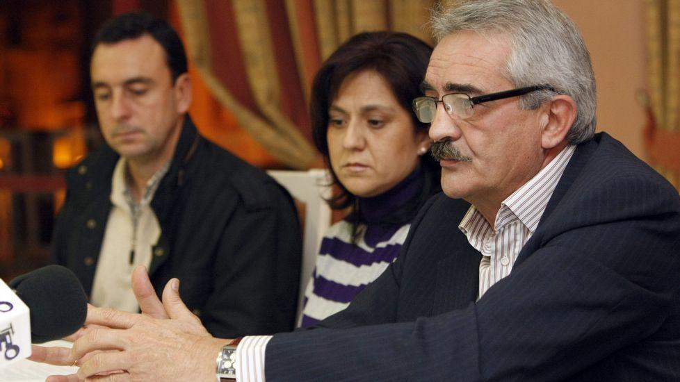 Castor Novoa, Cándida Carnero y Manuel Varela, en una foto de archivo durante un pleno municipal