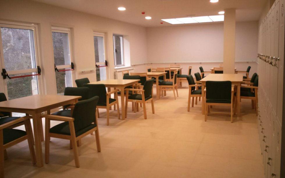 Una de las salas, con el mobiliario que llegó el viernes, colocado.
