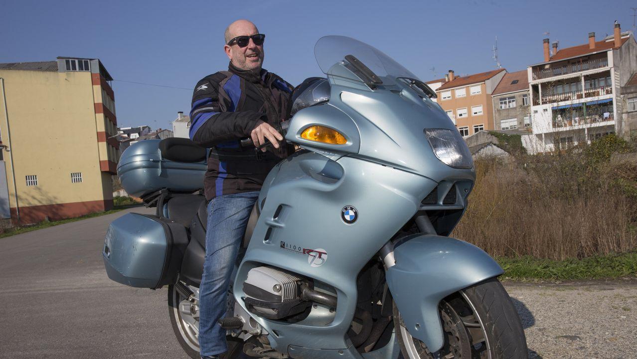 Adrián Ben, orgulloso de su hazaña.Poco tiene que ver su reluciente BMW con la Vespino con la que recorrió 1.200 kilometros hacia Andalucia en sus años de juventud