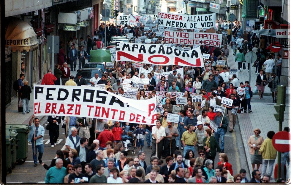 Así fue el escrache de los policías locales de Madrid al concejal de Podemos.El 5 de junio de 1998 miles de pontevedreses rechazaron la empacadora de Vilaboa.