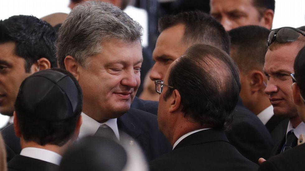 François Hollande conversa con el presidente ukraniano, Petro Porochenko