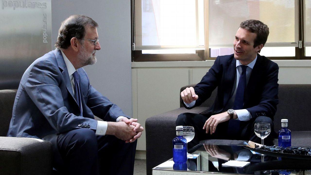 Pablo Casado se reúne con Rajoy y culmina el traspaso de poder.Susana López Ares y Mercedes Fernández se suben en un globo en El Carmín