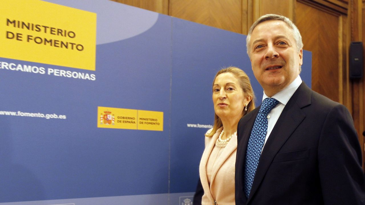 José Blanco y Ana Pastor, en el traspaso de poderes en el Ministerio de Fomento a finales del 2011