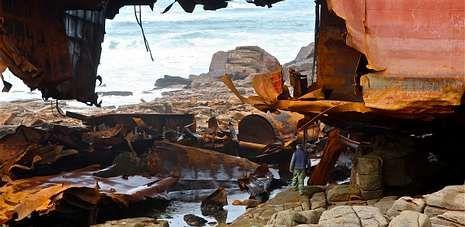Hace justo dos meses que la gabarra que procedía de Odesa embarrancó en la playa de Reira, en Camariñas.