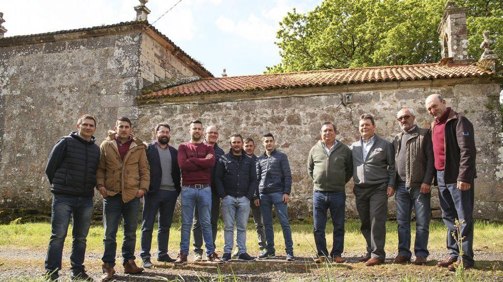 La concejala de Ciudadanos en Avilés, Carmen Pérez, con varios colegas del partido, entre ellos Ignacio Prendes y Javier Vidal.Saltantes Teatro, en la presentación de su nuevo montaje en Oviedo