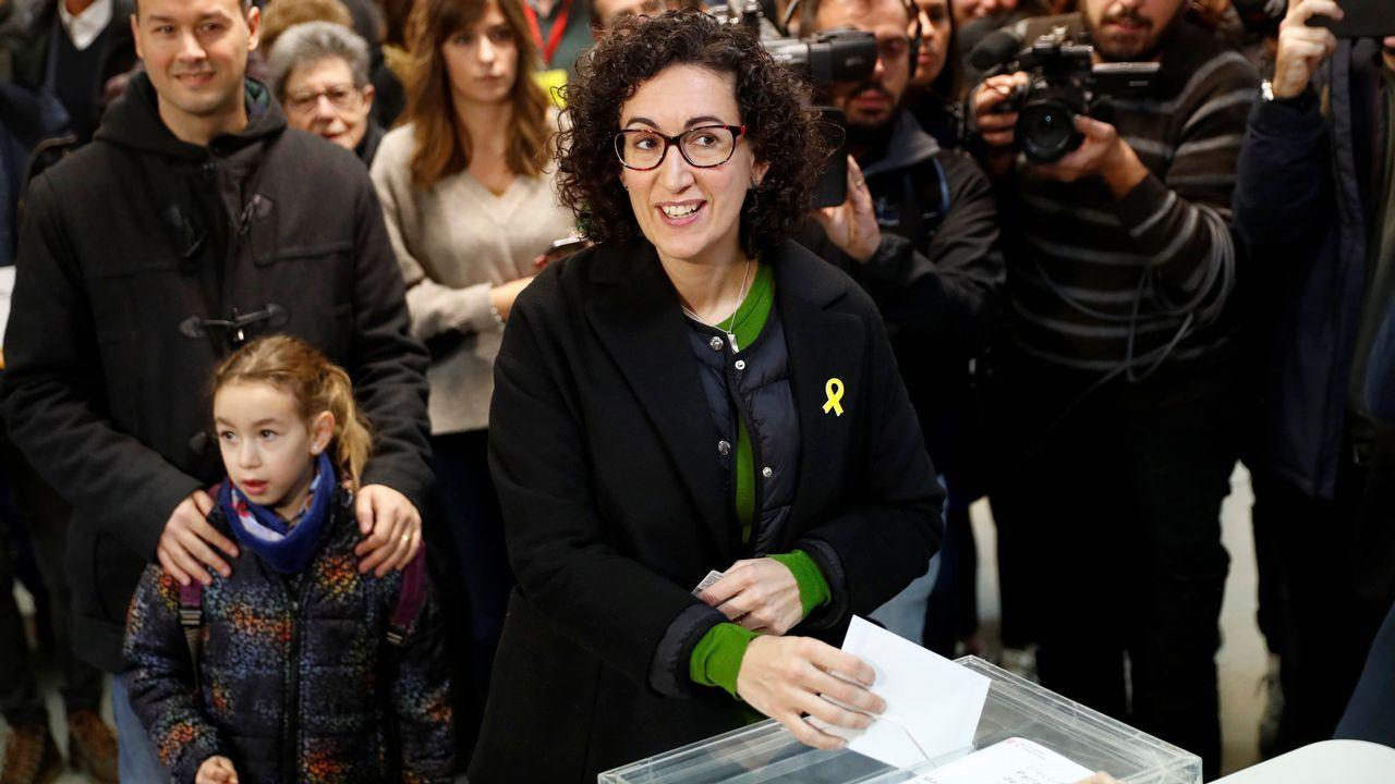 .Marta Rovira vota en un colegio de Vic.