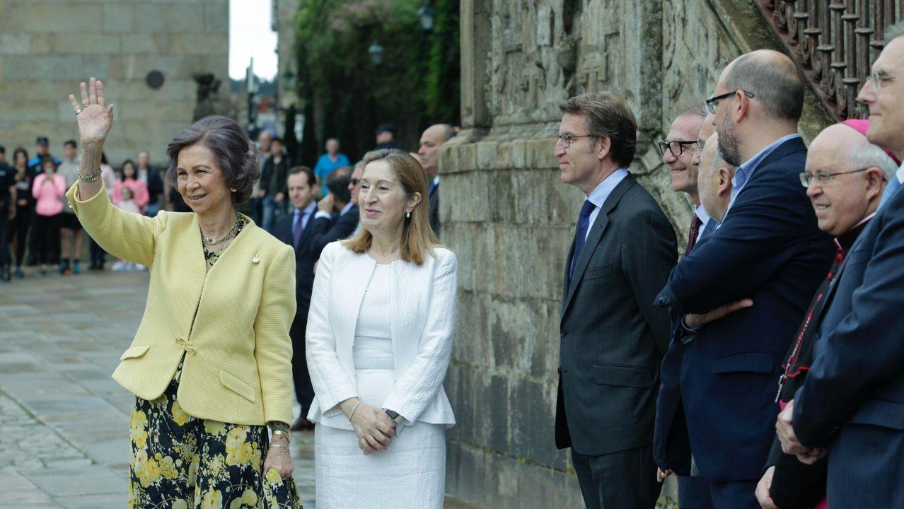 La reina Sofía y el ministro de Cultura, en la inauguración de la restauración del Pórtico de la Gloria.