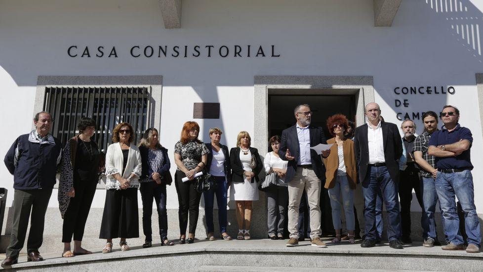 Concentración en Cambre en solidaridad por los fallecidos en el accidente.