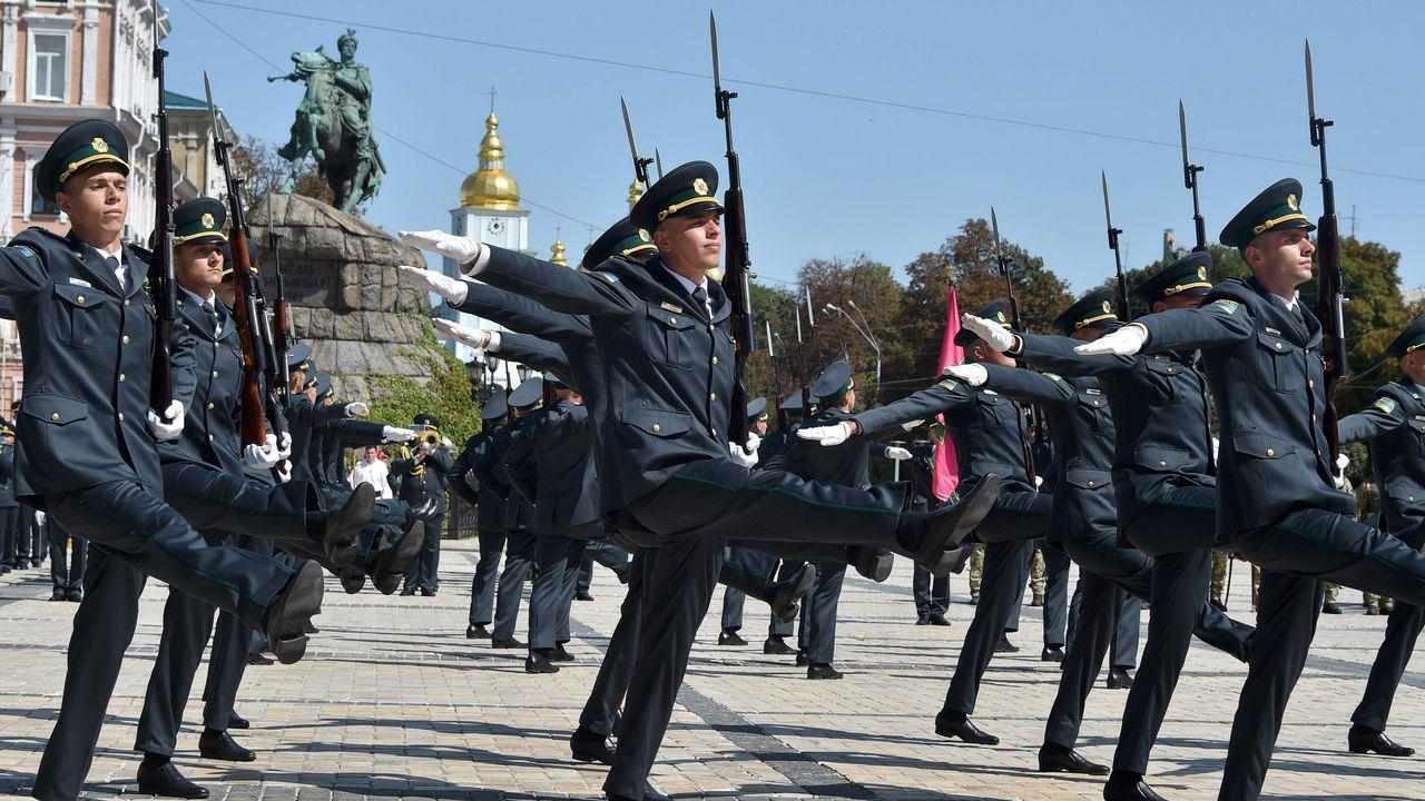 Los militares del servicio estatal de guardia de fronteras de Ucrania realizan su actividad rutinaria en Kiev
