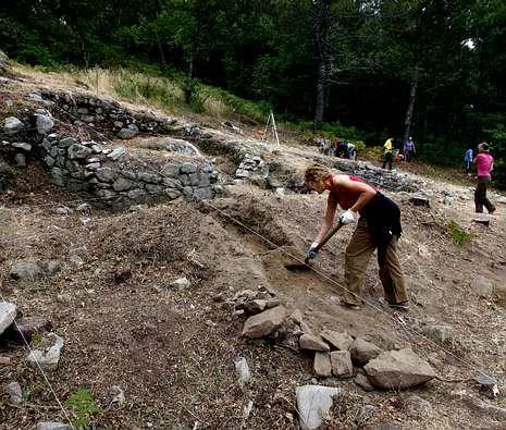 Excavaciones en el castro de Subidá, en Marín, en una fase previa a la recuperación.
