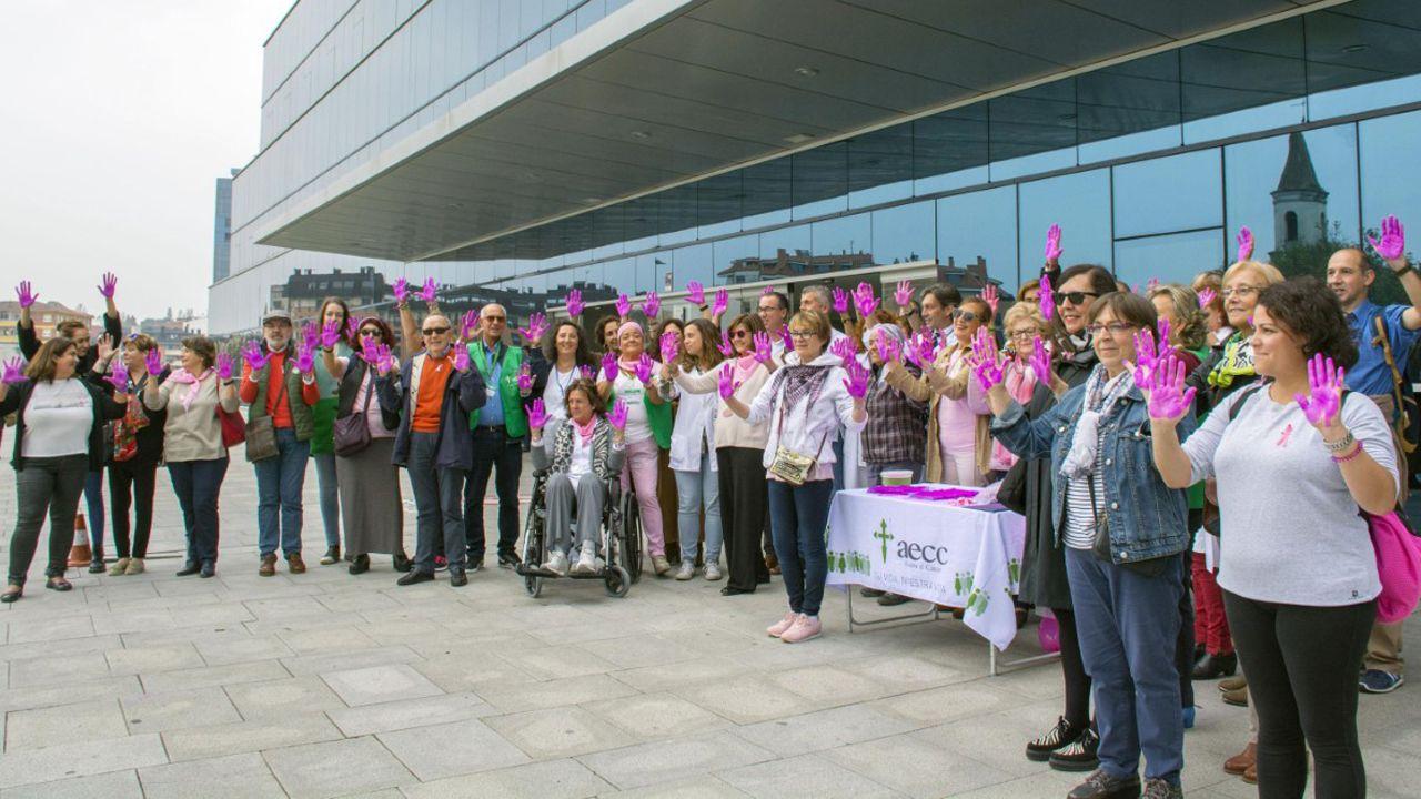 Actos contra el cáncer de mama en el HUCA