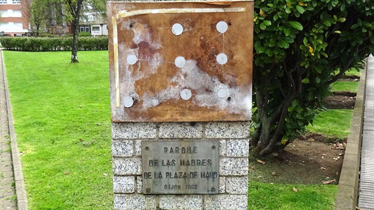 Estado del monumento con la placa desaparecida