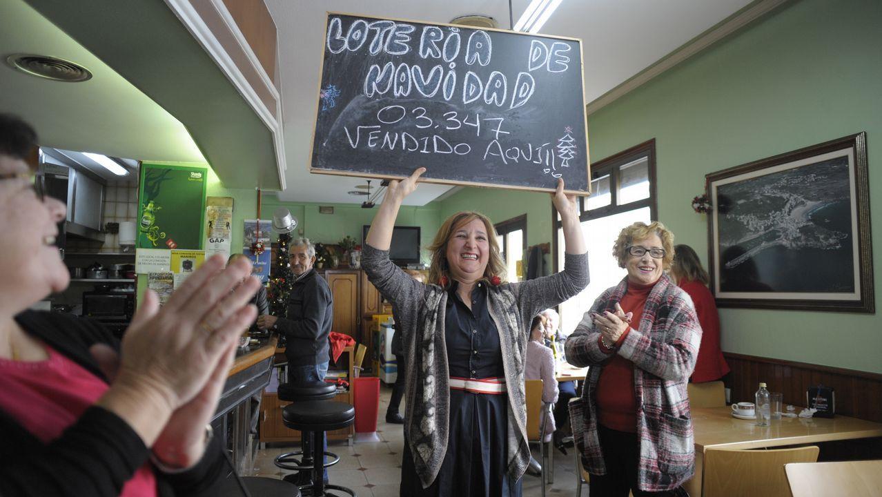 Carmen Rodríguez vendió en su bar de Maniños seis décimos premiados con el gordo