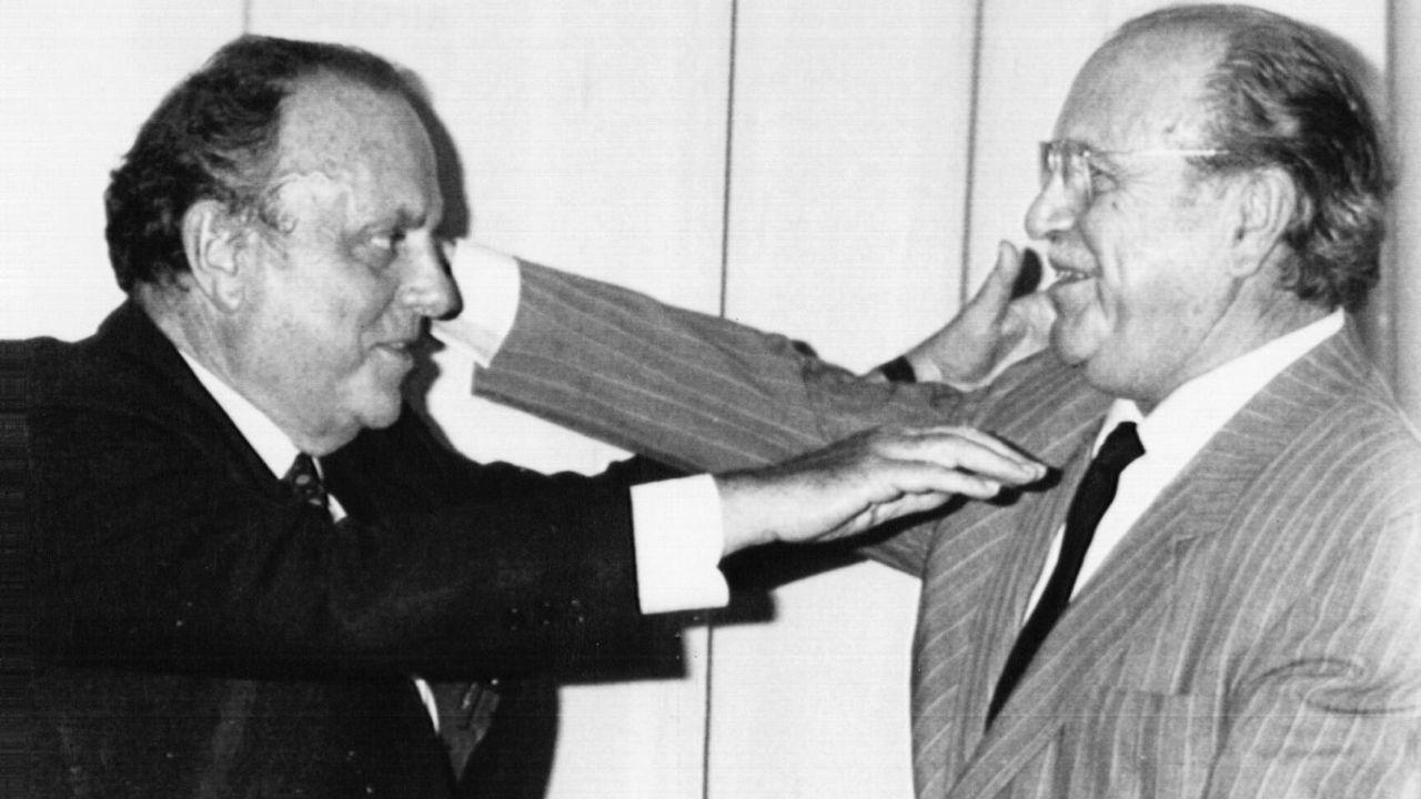 .Fernández Albor saluda cordial y efusivamente en el 87 a Manuel Fraga en el acto de clausura de la Universidad Internacional del Atlántico