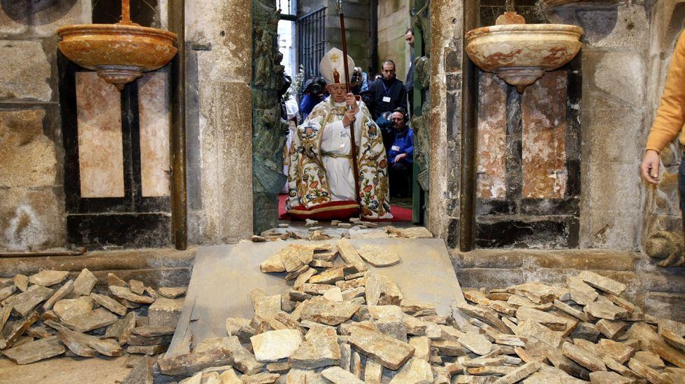 .La Puerta Santa de la catedral se abrió por última vez el 31 de diciembre del 2009, coincidiendo con el inicio del último año Xacobeo.