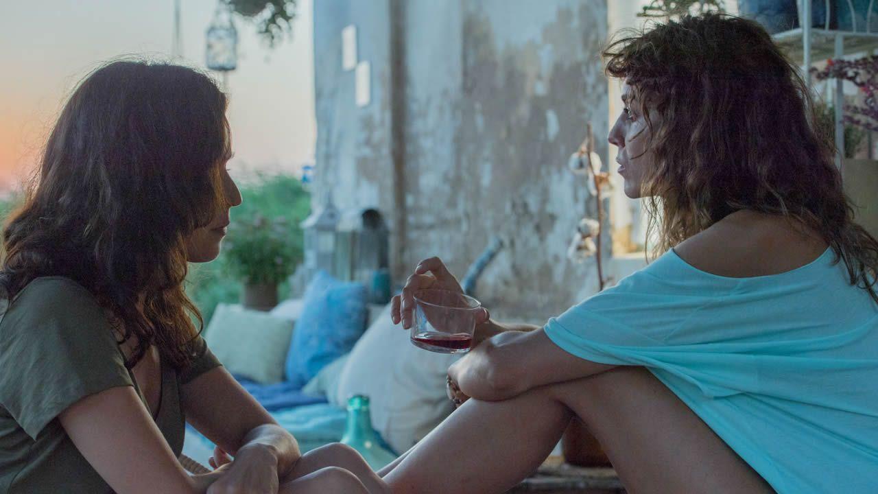 La entrega de premios de los Goya 2019.Chicote, con el personal de El Naranjo de Mamá Chicó