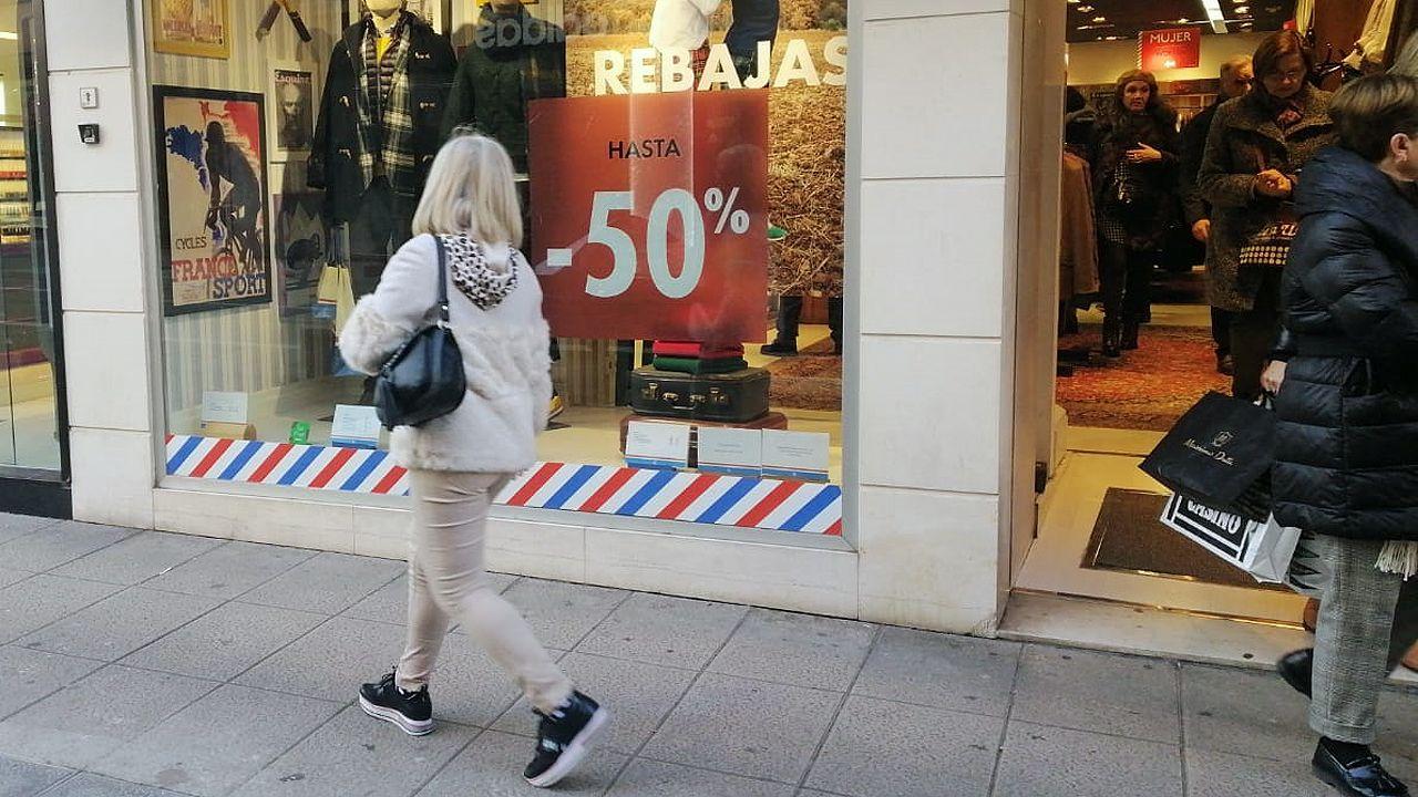 Rebajas en los comercios del centro de Oviedo