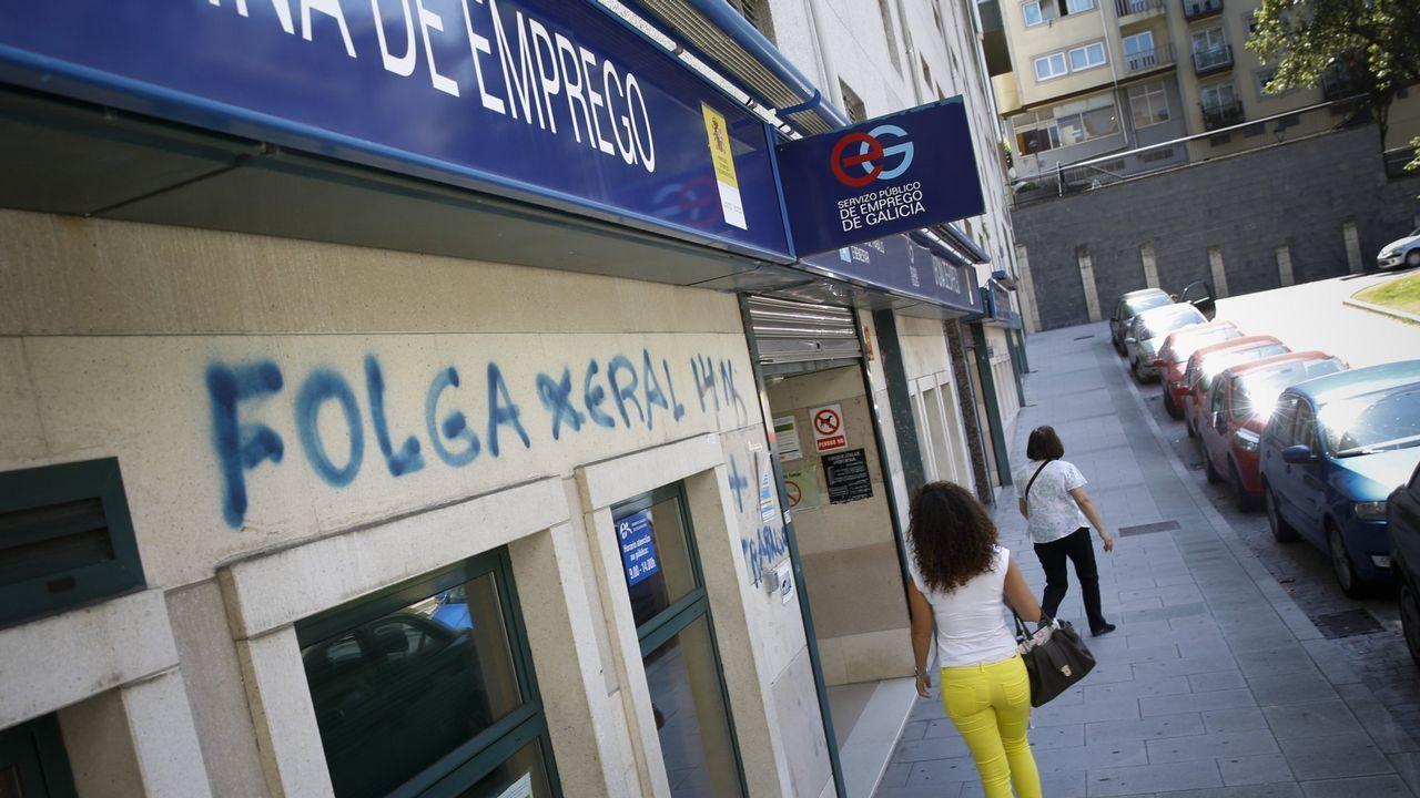 El paro sube en 20.441 personas en septiembre por el fin de la temporada estival.Conde Corbal posa en la tienda de Adolfo Domínguez en Ourense, donde su imagen dejó huella