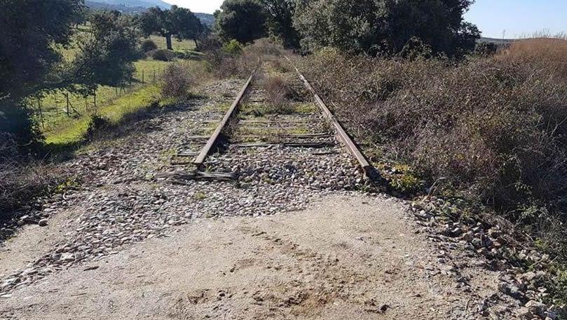 Real Oviedo Malaga alineacion Carlos Tartiere.Uno de los tramos abandonados de la ruta en los que se retiraron parte de las vías