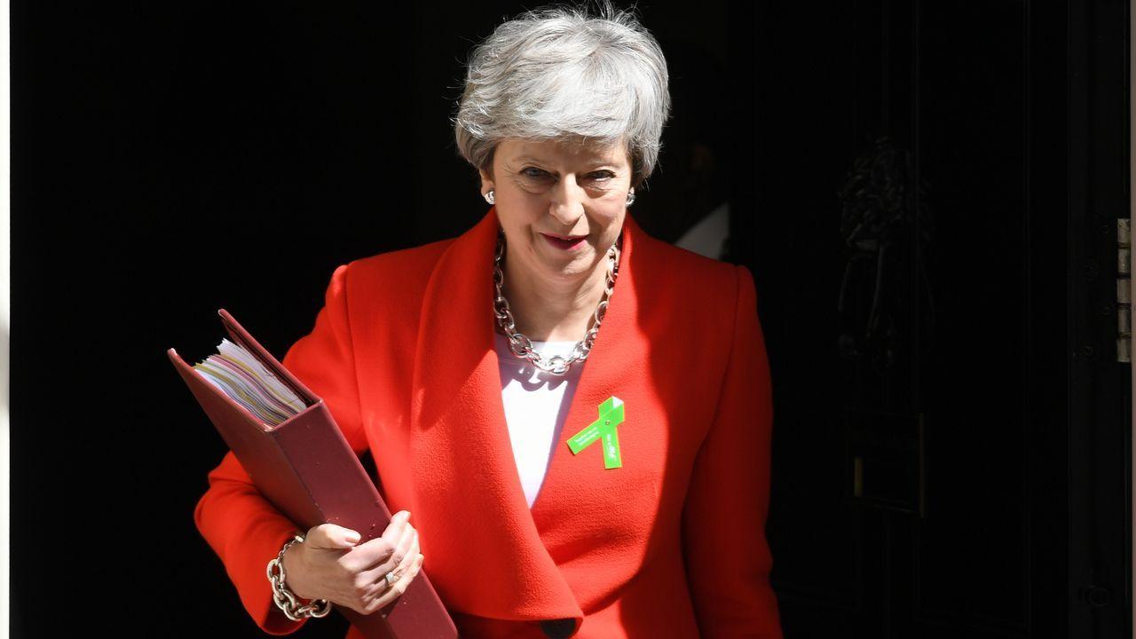 La primera ministra británica Theresa May se reunió este jueves con el llamado Comité 1922, que agrupa a los diputados conservadores sin cargos ministeriales, que le exigen fijar la fecha de su salida de Downing Street.