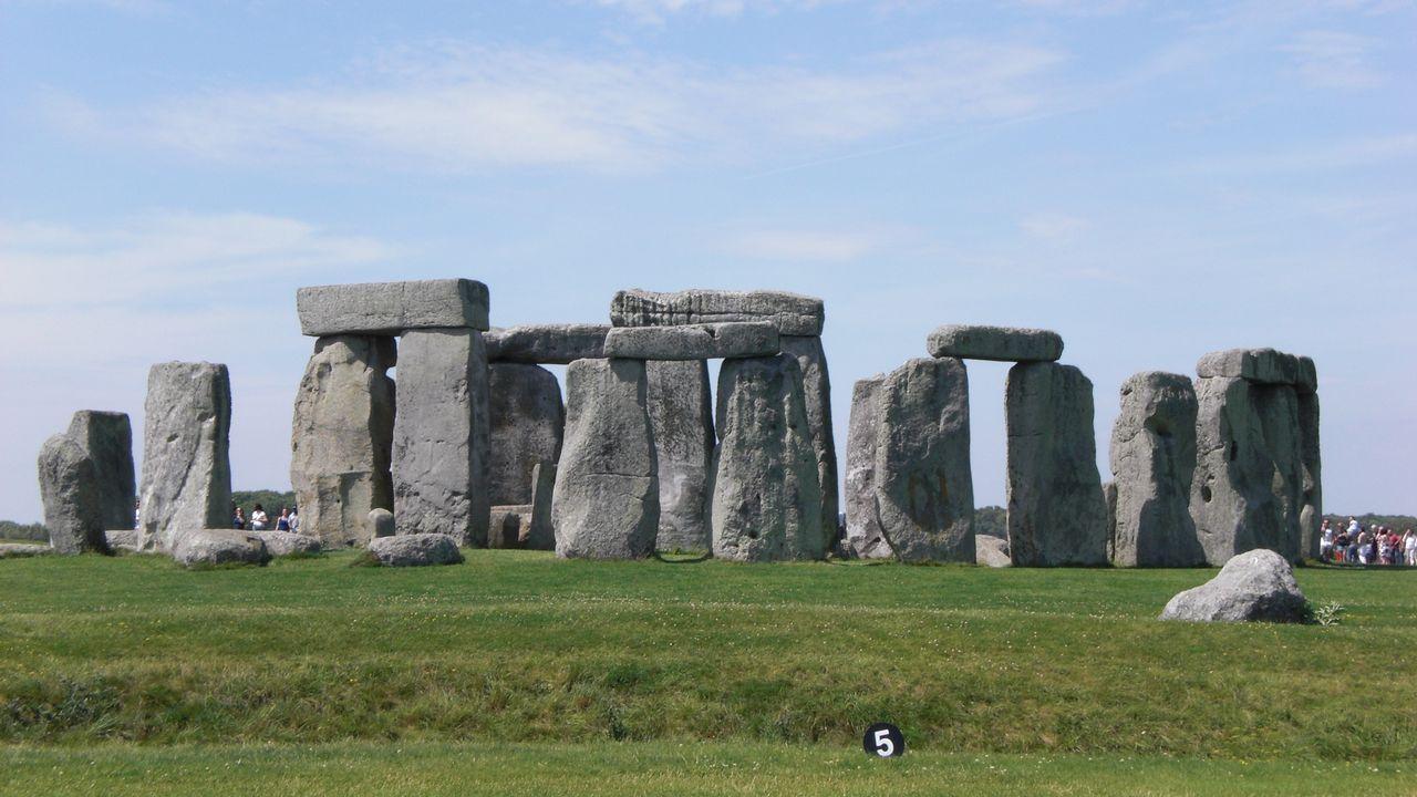 avión air nostrum.Monumentos de Stonehenge