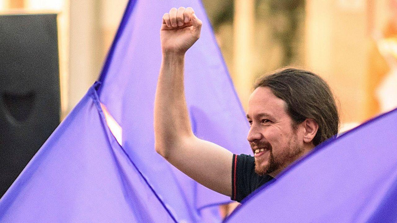 Sánchez y Rivera estrechan su mano tras firmar el pacto con el que Ciudadanos se comprometía a investir al candidato socialista y que finalmente quedó en papel mojado tras el rechazo de los diputados de Podemos, lo que obligó a una repetición electoral.