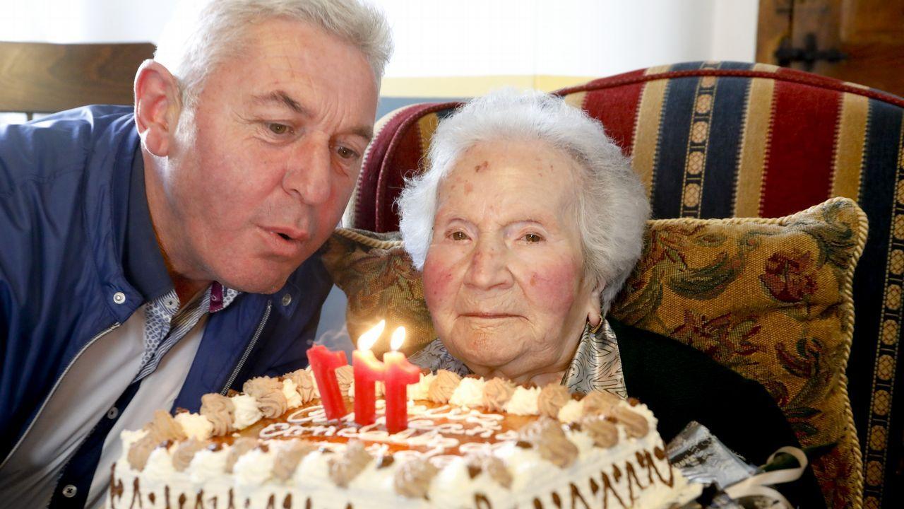 Con 111 años, a la peluquería y de cafés.