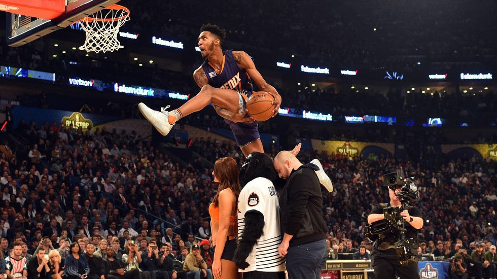 Las mejores fotos del All-Stars de la NBA.Curry conduce un balón durante un partido.