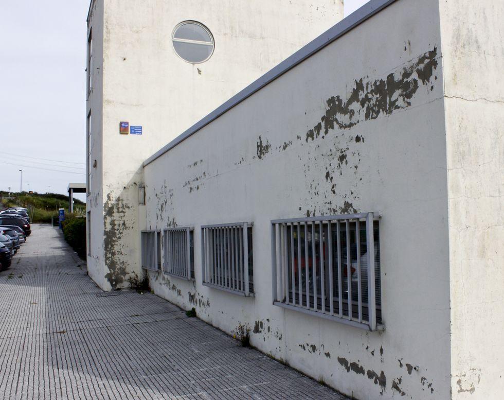 ¿Qué fue de los mejores estudiantes de la promoción de 2013?.Al pabellón de Ciencias da Educación se le cae la pintura de las paredes.