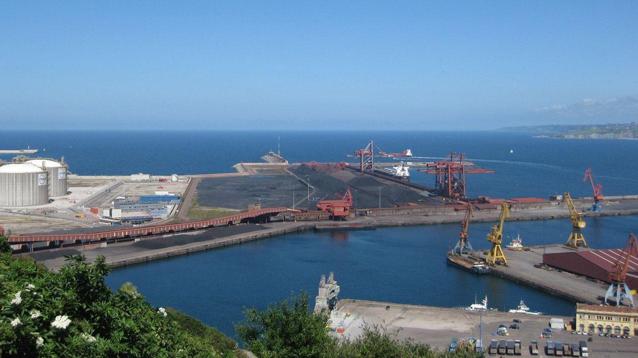 Vista aérea de La Providencia, enla costa de Gijón.Puerto de El Musel
