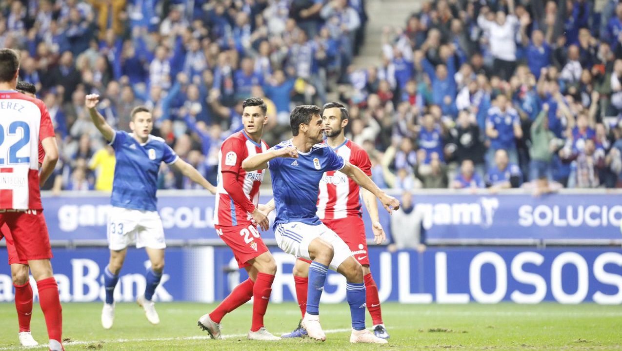 Gol Alanis Real Oviedo Sporting derbi Carlos Tartiere.Alanís celebra su gol frente al Sporting