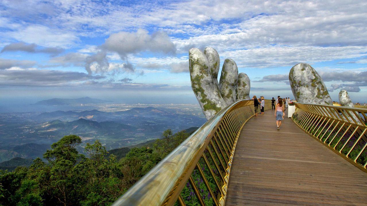 Así es el increíble puente dorado de Vietnam.Margot Robbie